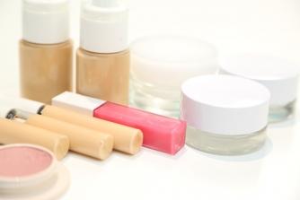 化粧品は幾らで作られてるの?化粧品会社は幾らくらい儲かっているの?